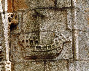 Bateau sculpté église Saint-Nonna
