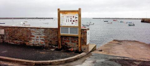 Dernière installation des panneaux de pêche récréative