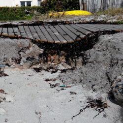 Une nécessité de renforcer la dune au niveau du platelage